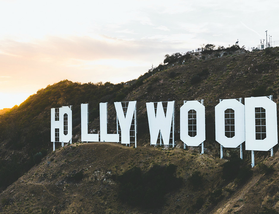 Hollywood-Hills mit Schrift © Ahmet Yalcinkaya via Unsplash