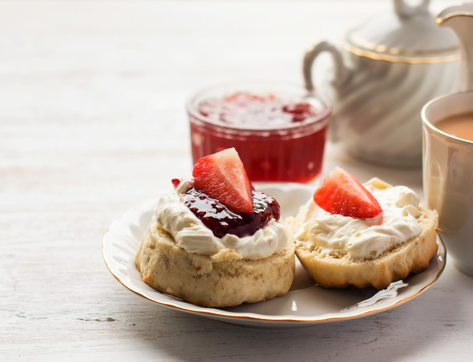 very british rezept f r scones mit clotted cream brands4friends magazin. Black Bedroom Furniture Sets. Home Design Ideas